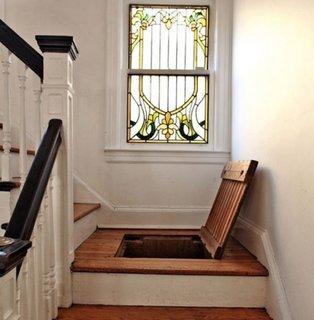 Locul de odihna de la scara interioara cu trapa