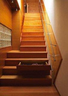 Scara interioara cu sertare in trepte