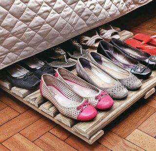 Pantofi pastrati sub pat