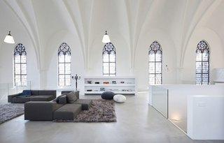 Fosta biserica transformata in locuinta un decor cu adevarat impresionant