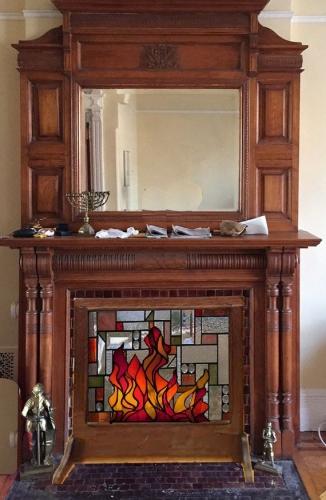 Semineu decorativ cu rama din lemn masiv si sticla pictata manual