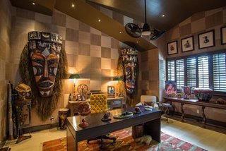Birou amenajat cu elemente de decor africane