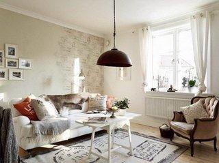 Camera decorata intr-o atmosfera calduroasa si primitoare