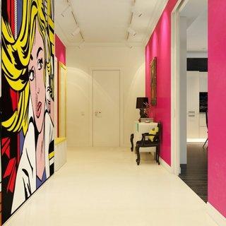 Pictura pop art pe peretele din hol