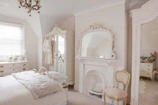 Dormitor alb mobilat vintage shabby chic