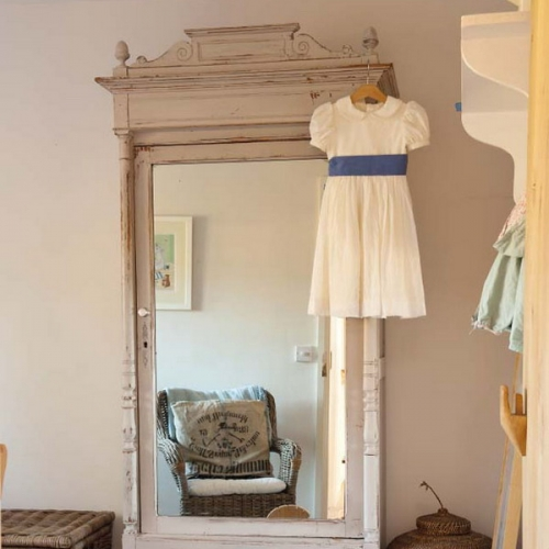 oglinda cu rama alba scorojita vintage shabby chic