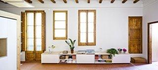 Usi si ferestre cu rama din lemn masiv