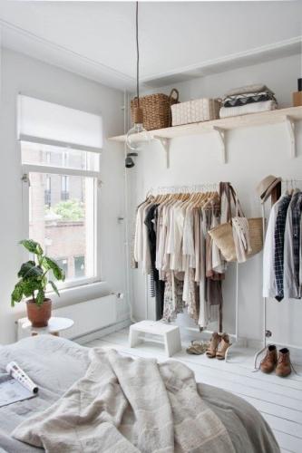 Cum putem integra un suport de haine cu umerase in dormitor