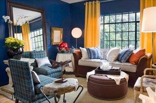 Living mic decorat cu albastru si galben