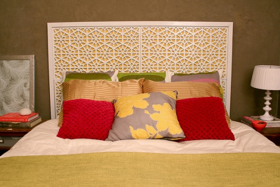 pat de dormitor cu tablie alba din lemn
