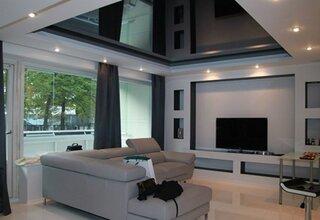 Living minimalist tavan pe 2 niveluri