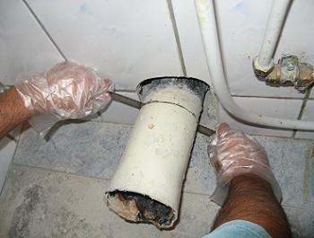 Obiecte sanitare teava scurgere WC demontare teava veche