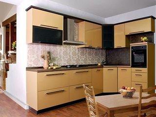 Bucatarie moderna cu mobilier pe colt