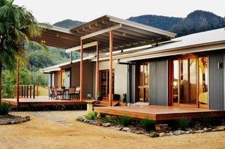 Terasa acoperita cu podea de lemn