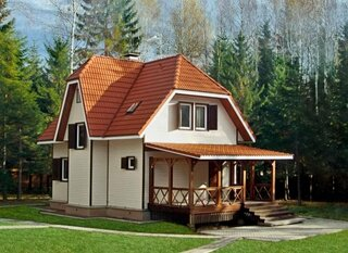 Casa mica cu acoperis din tabla