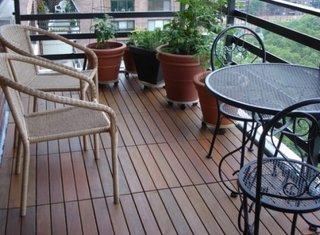 Balcon dechis placat cu lemn