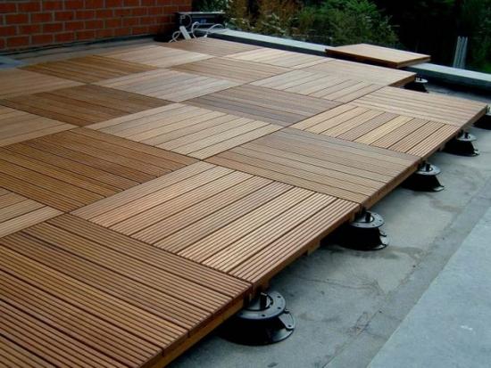Pavele din decking de lemn