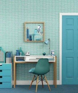 Decor de birou cu tapet turcoaz pe pereti