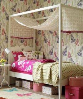 Tapet suport hartie pentru camera copilului cu fundal neutre si imprimeuri colorate