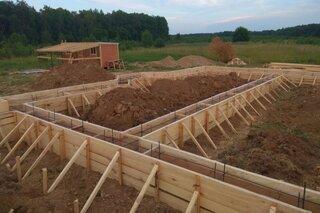 Cofraje din lemn pentru fundatie
