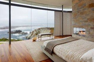 Dormitor cu perete exterior din sticla