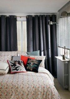 Perdele dormitor cu motive discrete