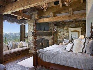 Pereti placati cu piatra in dormitor