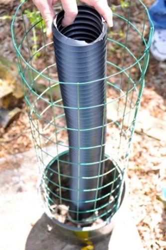 Introduceti tubul de plastic in centrul galetii