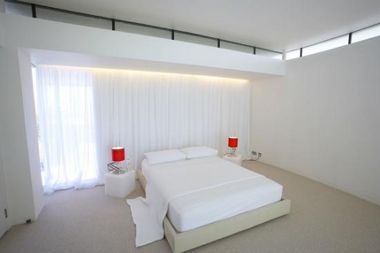 Dormitor cu design pur minimalist