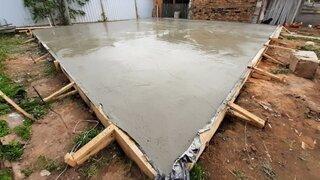 Placa beton proaspat turnata