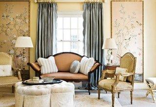 living decorat in stil eclectic cu perdele ample