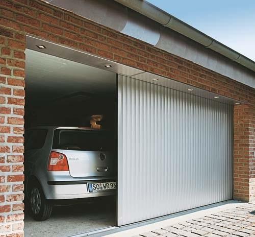 Usa glisanta de garaj cu sistem automatizat