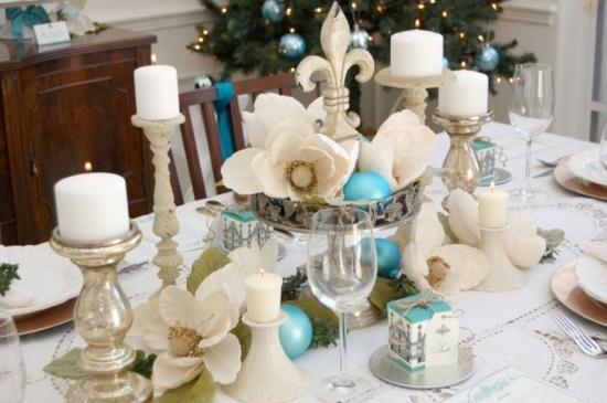 Masa de Craciun  decorata cu alb si bleu