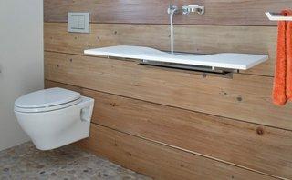 Model suspendat de toaleta pentru o baie mica