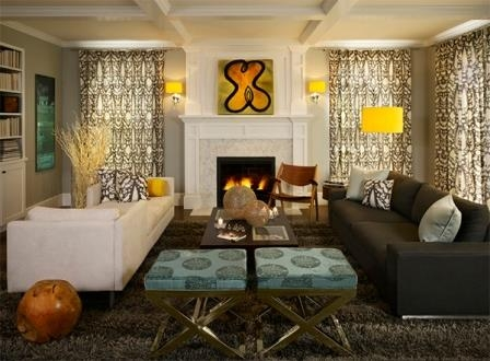Veioze de perete galben aprins si lampa cu picoor inalt asortata