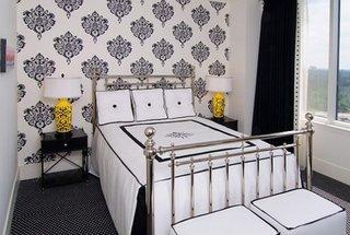 Veioze retro pentru un dormitor alb mic