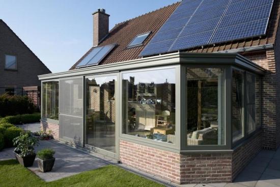 terasa lipita de casa cu structura de caramida si geamuri din policarbonat. Black Bedroom Furniture Sets. Home Design Ideas