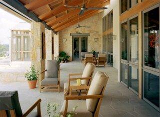 Model frumos de veranda acoperita
