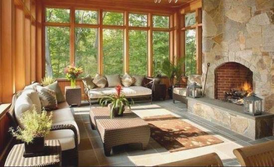 Model terasa lipita de casa inchisa cu geam si lemn for Modele case cu terase acoperite