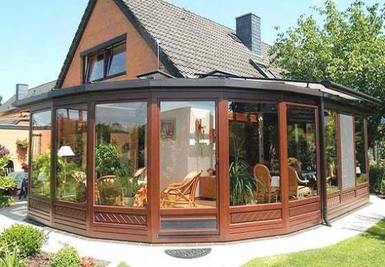 Terasa cu inchidere din sticla model pe curb for Modele case cu terase acoperite