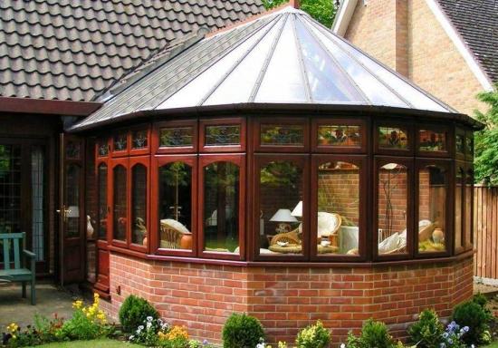 Veranda hexagonala cu acoperis din policarbonat