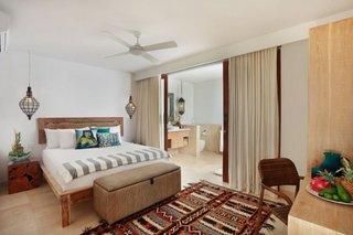 Dormitor amenajat cu mobilier si lustre in stil marocan
