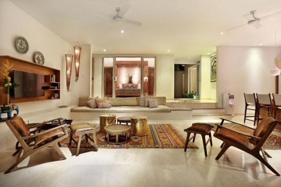 Living open space amenajat cu decoratiuni marocane