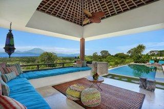 Terasa acoperita cu coltar mare si cu vedere directa catre piscina