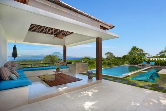 Terasa cu piscina placata cu travetin  crem