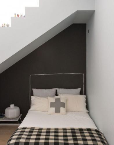 Model interesant tablie de pat dormitor mic