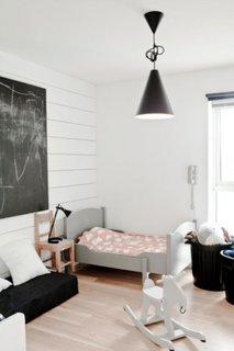 Spatiu pentru desenat in dormitor copii minimalist