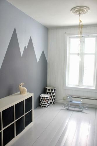 Vopsea gri in forma de munti pe perete camera copil