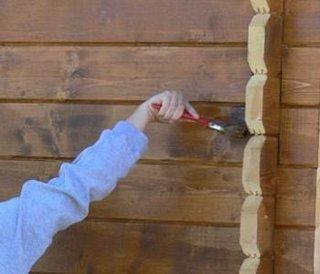 Vopsire casa din lemn cu pensula