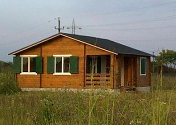 vopsire ferestre casa de lemn